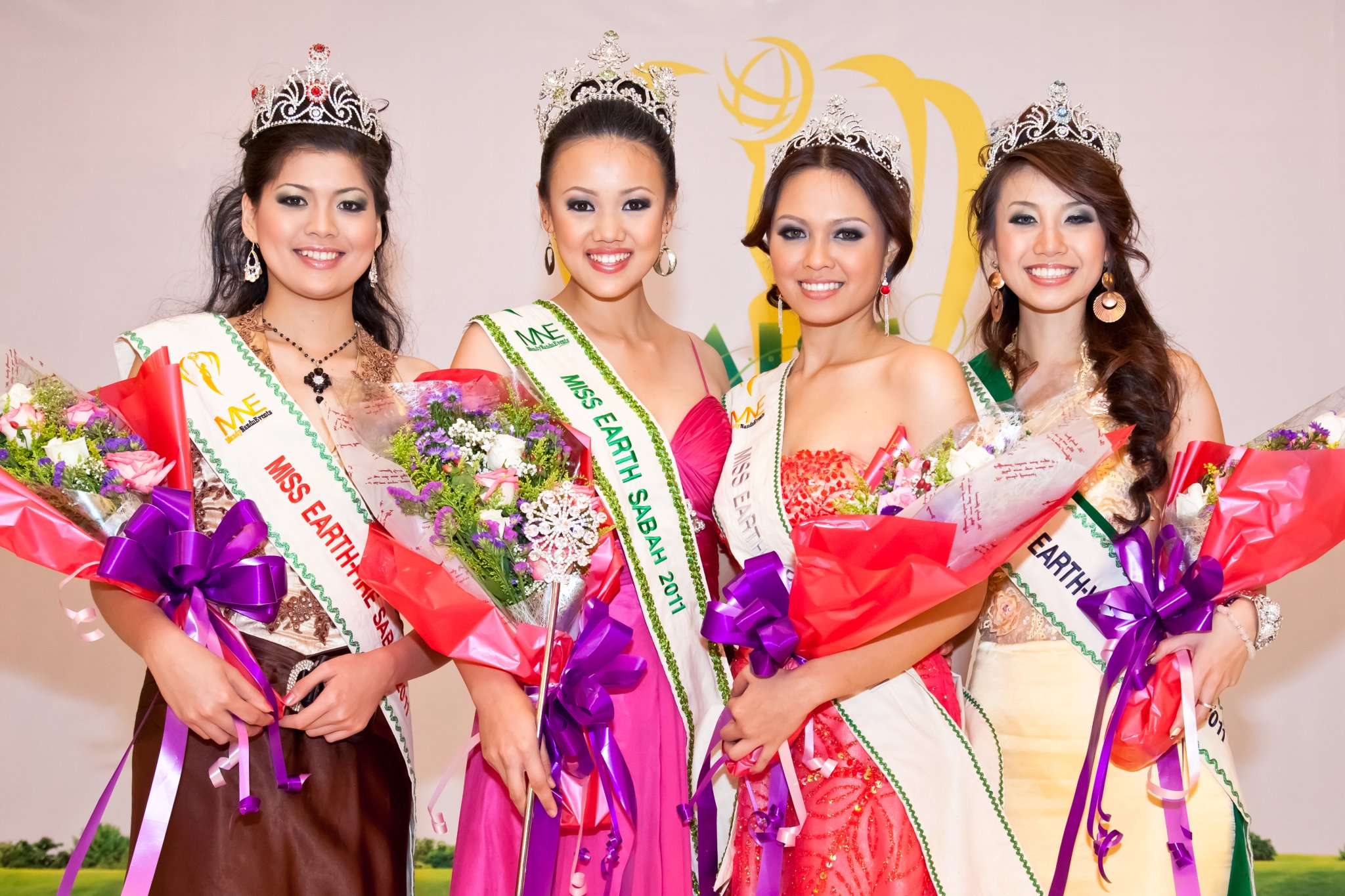 Top 4 winners of Miss Earth Sabah 2011 (from left) Venessa Samantha Maniwas (4th place), Olivia Vun Kai Li (Miss Earth Sabah 2011 winner), Kieren Laurent Simon (1st runner up), Crystel Eve Huminodun Majinbon (3rd place)