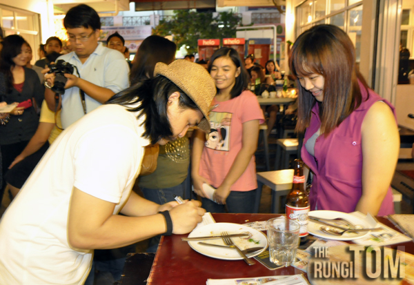 Appy signing autograph for Beverly Rachel