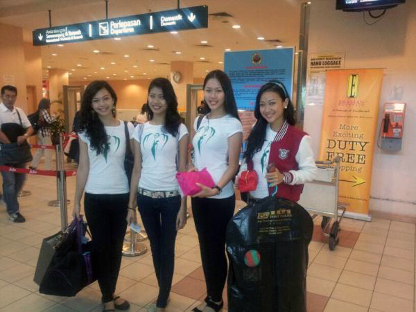 Miss Earth Sabah at airport terminal Miss Earth Malaysia 2012: Journey of our Environment Crusaders