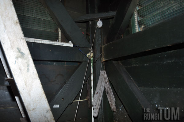 trap door pulley system