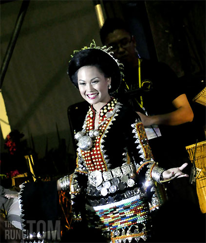 The splendid beauty of Unduk Ngadau contestant