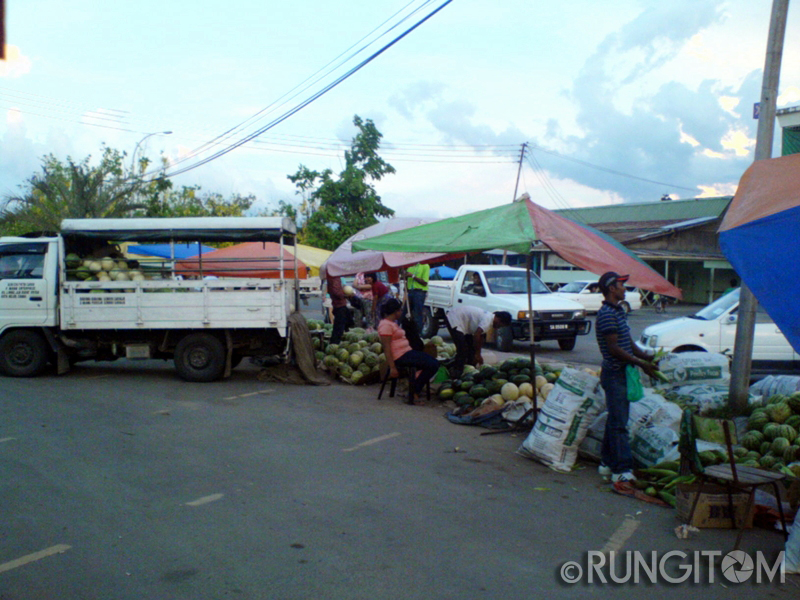 other melon vendors Honeydew and the weekend life in Kota Marudu town