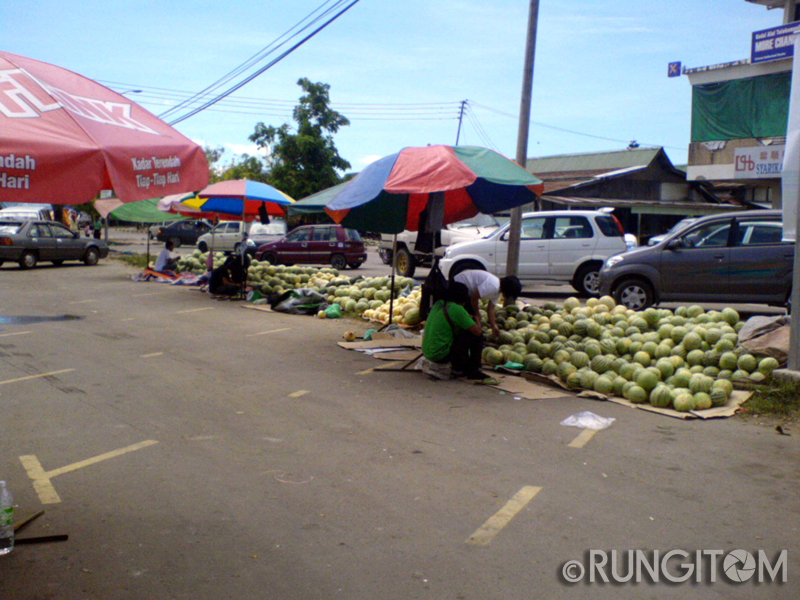 our cleaner choosing which melon is good Honeydew and the weekend life in Kota Marudu town